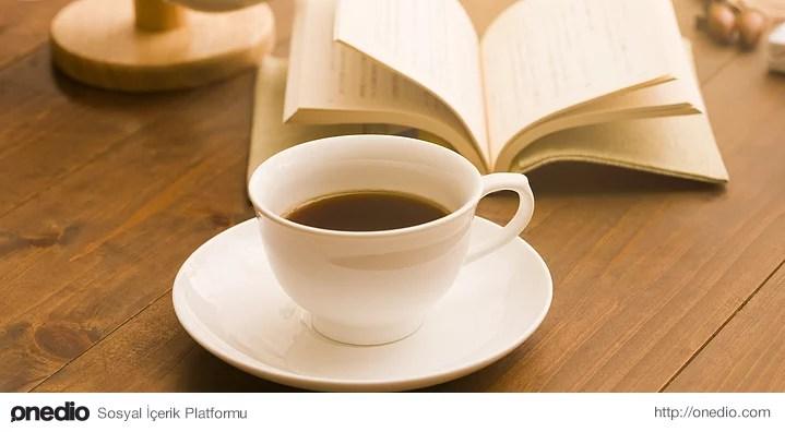 Sizin için kitap okurken kahve, çay içmek bir rutin haline gelmiştir.