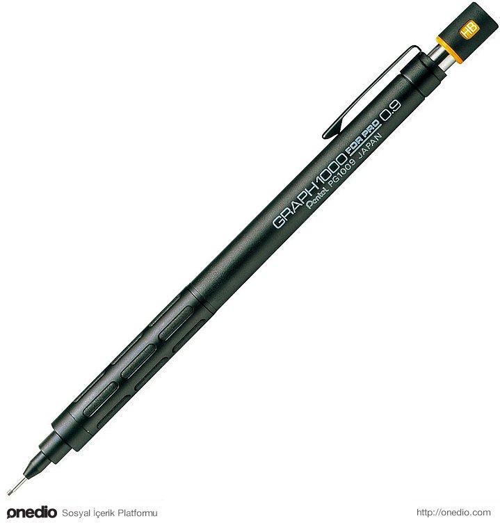 Öğrencilik hayatında, kimse ondan uç istemesin diye 0,9 uçlu kalem kullanan insan.