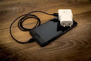 dangers des chargeurs de portables
