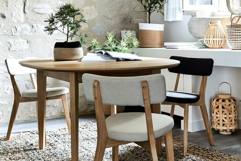 Une Elegante Table Ronde Pour Recevoir Famille Et Ami E S