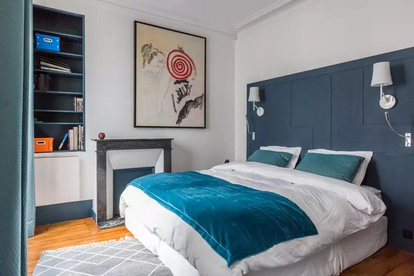 structure de tete de lit repeinte en bleu