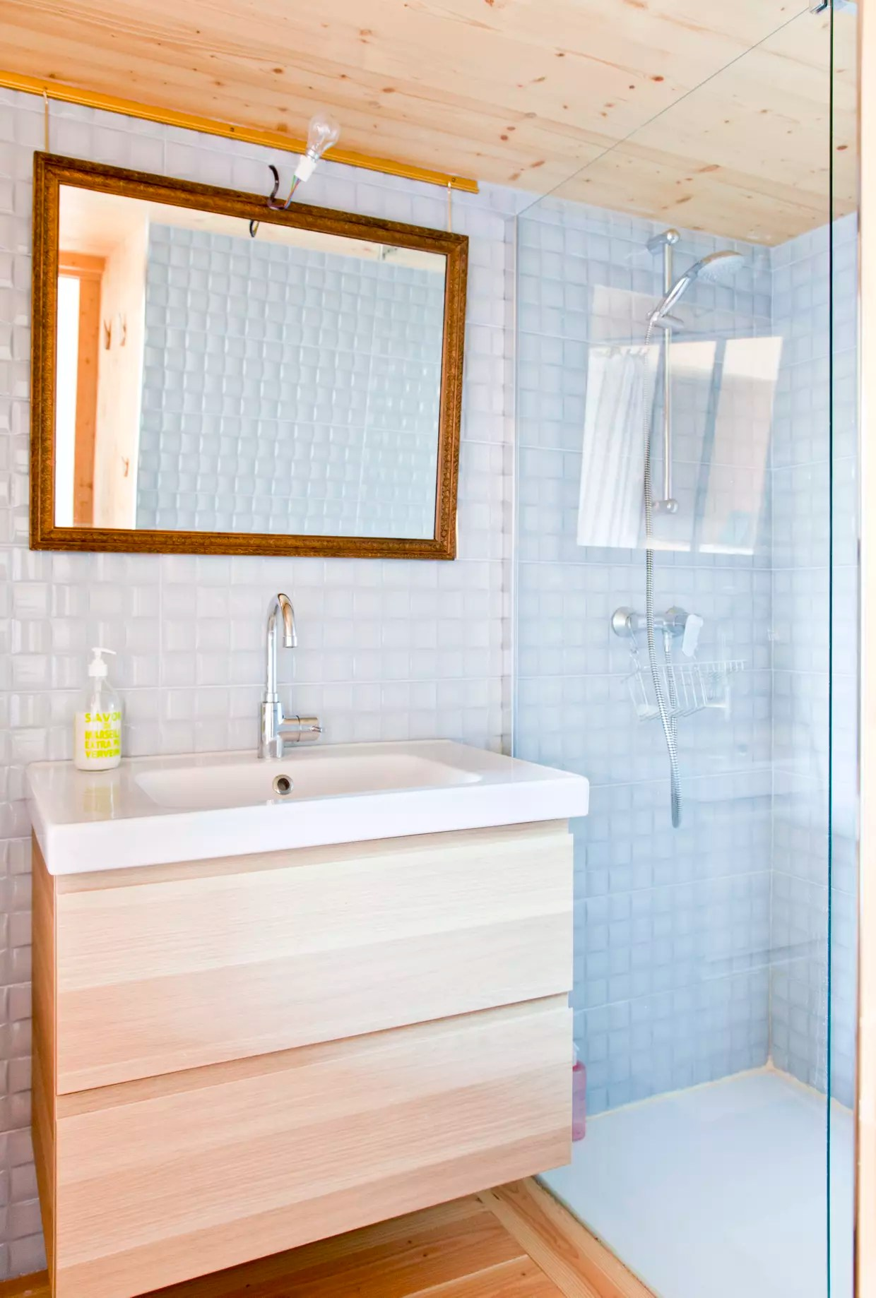 un meuble de salle de bains ikea