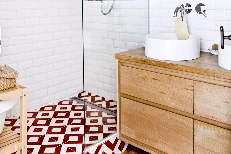 du carrelage metro blanc dans la douche