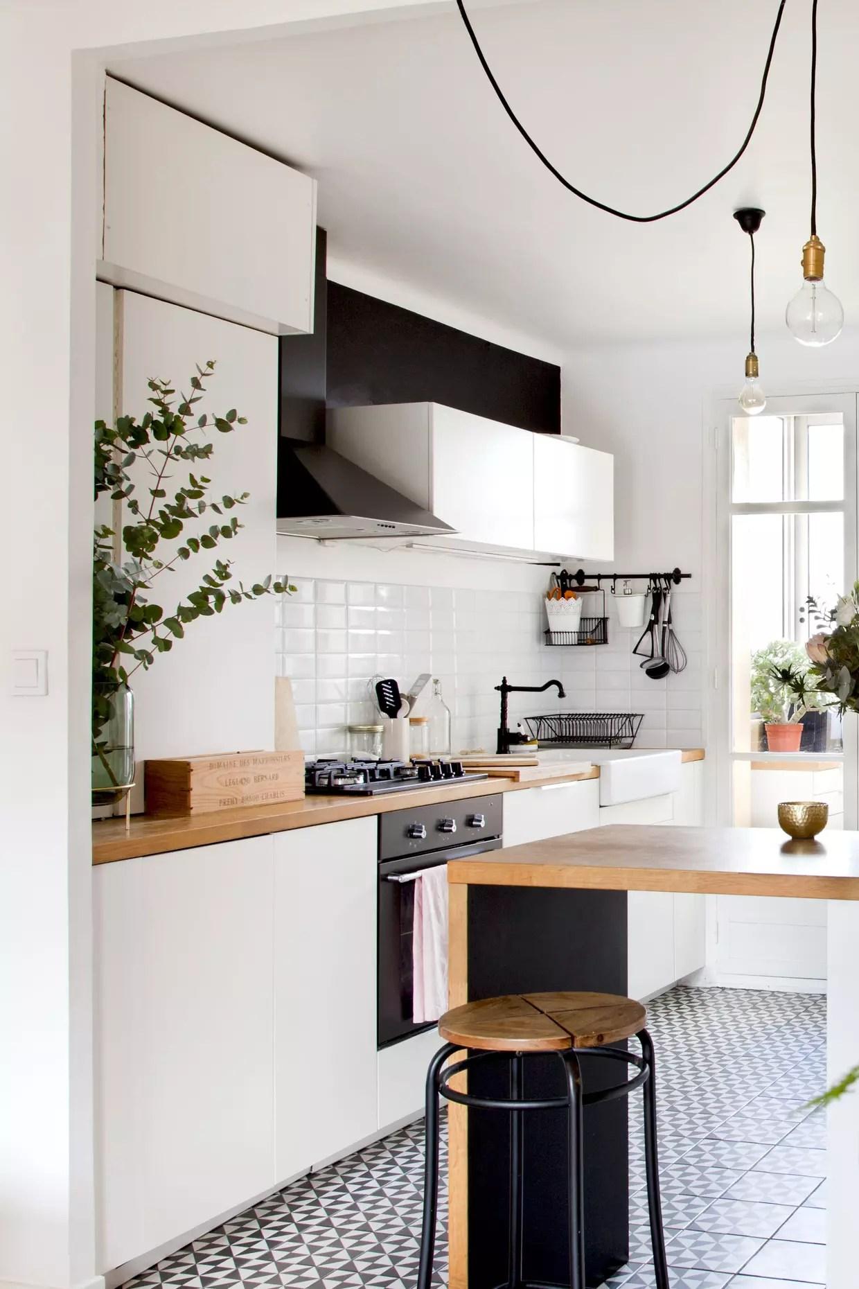 blanc dans la cuisine noire et blanche