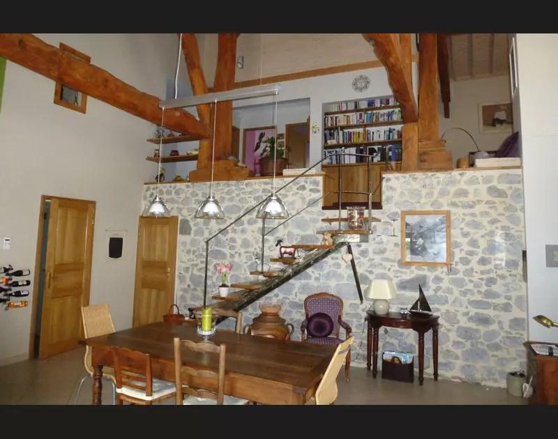 bois et pierre cote salle a manger