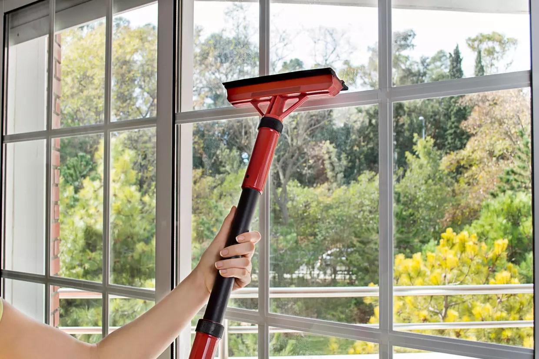 Laver les vitres sans traces  5 astuces de nettoyage efficaces