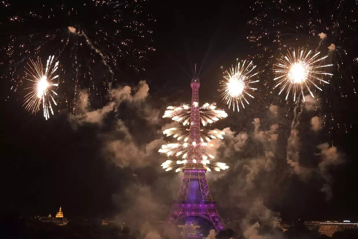 Feux Dartifice Tour Eiffel Reveillon 2012