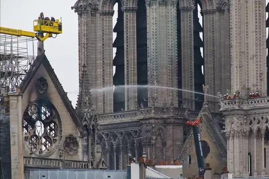 DIRECT - Notre-Dame de Paris: du nouveau sur les causes de l'incendie