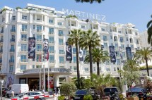 Cannes Une Voiture De Luxe Termine Sa Dans L