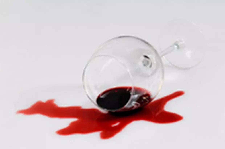 Enlever Une Tache De Vin 9 Methodes Efficaces