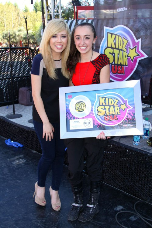 Jennette-McCurdy-and-KSUSAWinner-Isabel-Lacatus-2-500x750 2