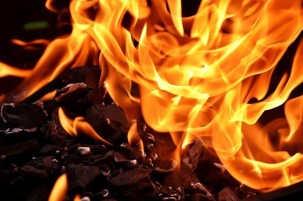 Chit fund company Agent set fire to a cell phone shop owner