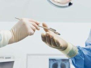 Surgical Tech Vs RN  Woman