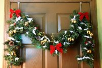 How to Decorate Doorways With Christmas Garland | eHow