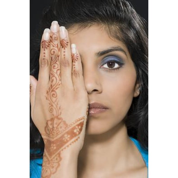 How to Take Henna Off After It's Already On   Synonym