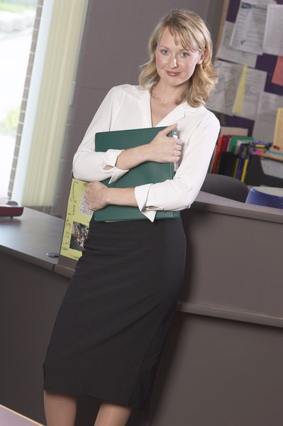 How to Dress for an Administrative Assistant Interview  Woman