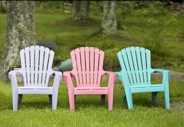 how to paint plastic chairs high chair that attaches the table lawn ehow spray are plain and drab or old dirty
