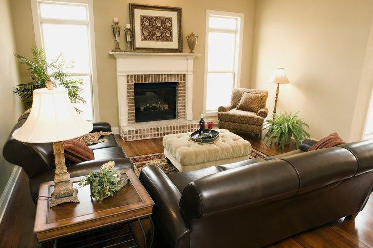 Cmo decorar un sof de cuero marrn