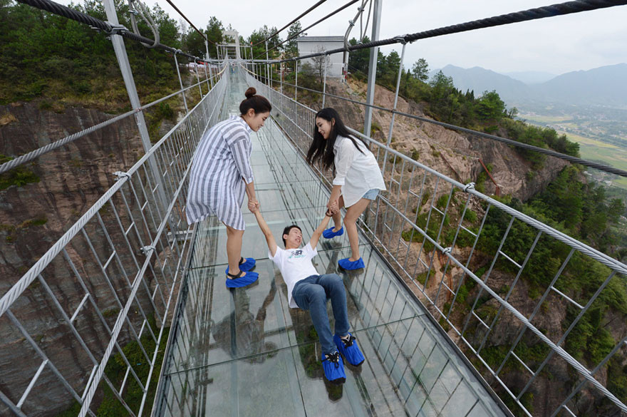 13 Pics Of A Glass Bridge That Strikes Fear In Tourists' Hearts 13