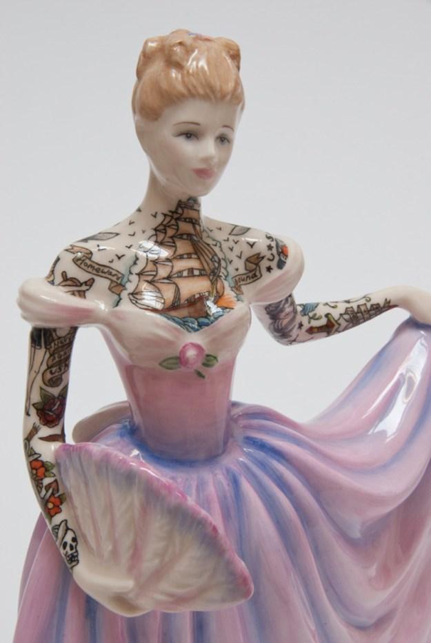 Jessica-Harrison-Tattooed-Porcelain-Figurines-07