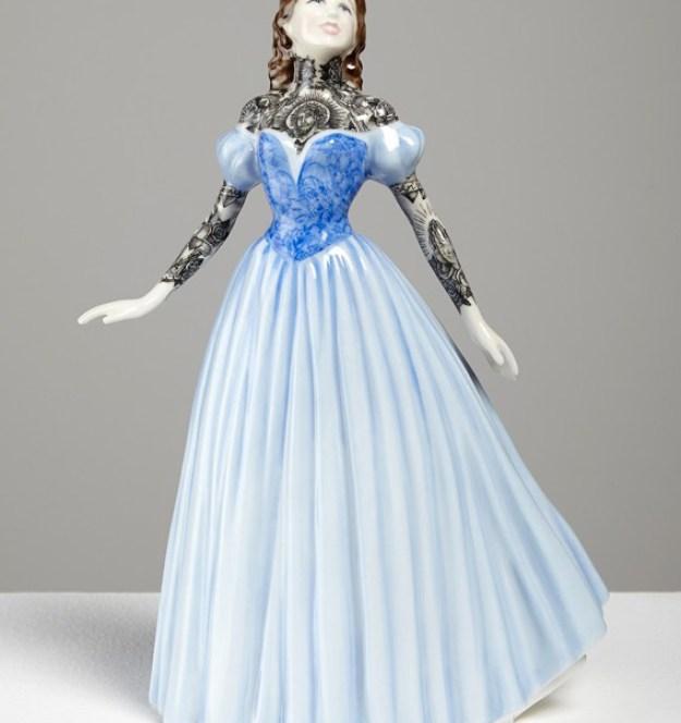 Jessica-Harrison-Tattooed-Porcelain-Figurines-11
