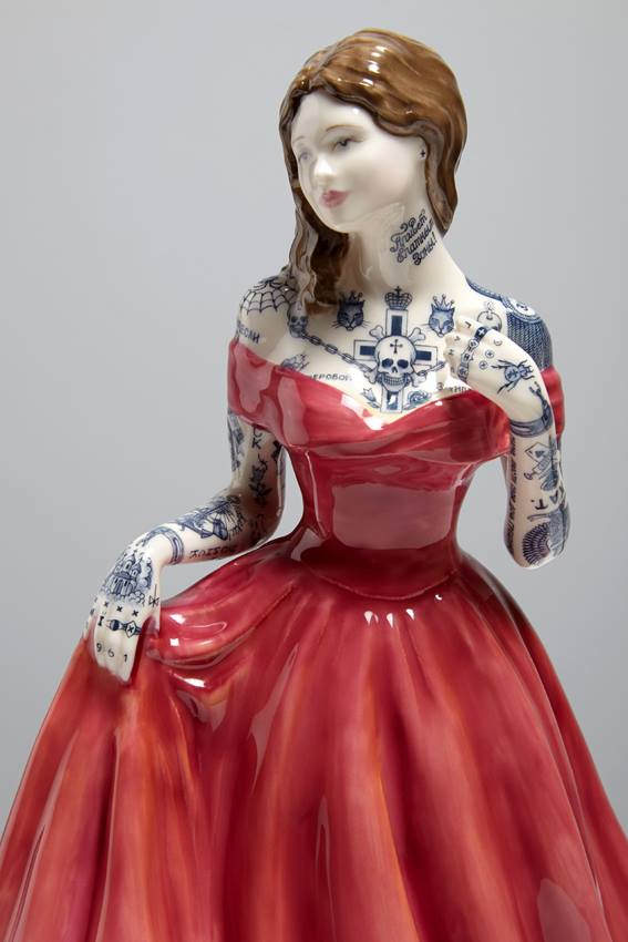 Jessica-Harrison-Tattooed-Porcelain-Figurines-19