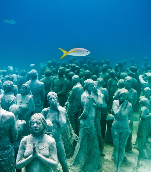 astonishing_underwater_museum_in_cancun_mexico_01