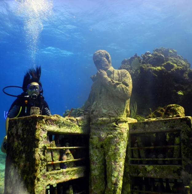 astonishing_underwater_museum_in_cancun_mexico_07