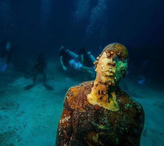 astonishing_underwater_museum_in_cancun_mexico_08
