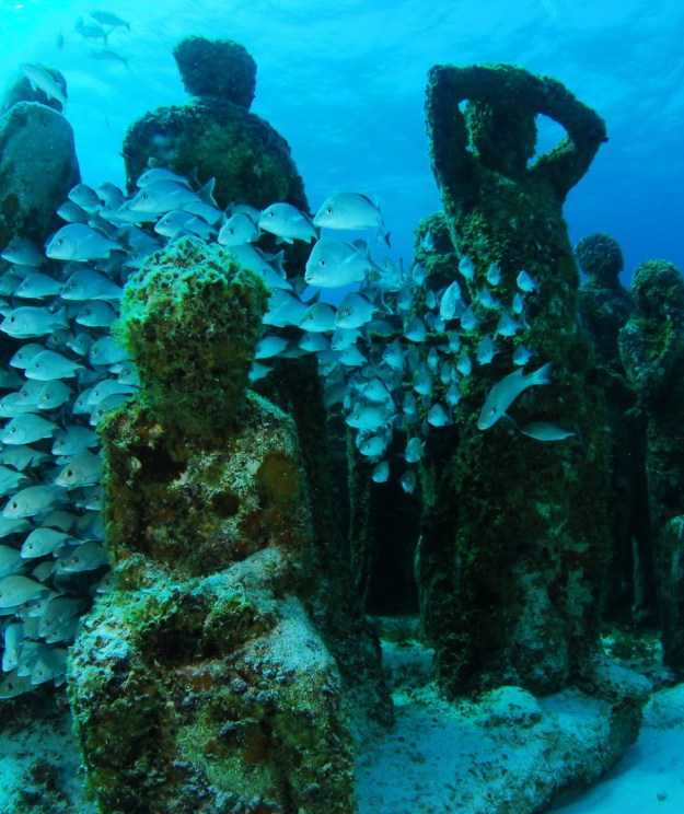 astonishing_underwater_museum_in_cancun_mexico_16