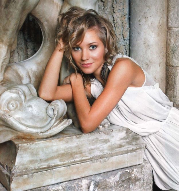 whos_the_most_gorgeous_woman_in_your_country_06