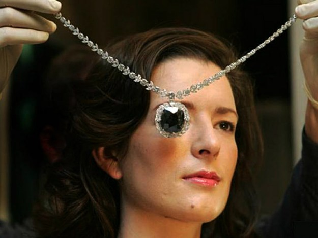 pieces-of-real-life-cursed-jewelry-that-could-kill-you-08
