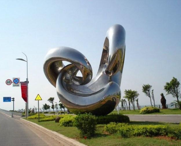 20-extravagant-garden-sculptures-06