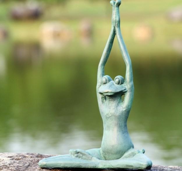 20-extravagant-garden-sculptures-21