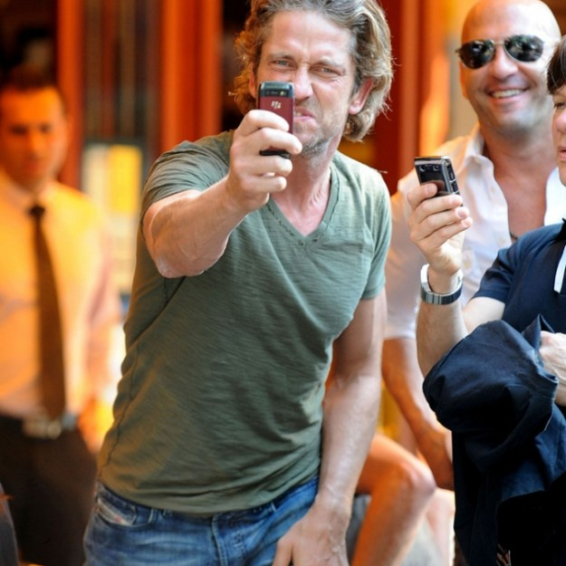 12-of-the-best-celebrity-reactions-to-paparazzi-14