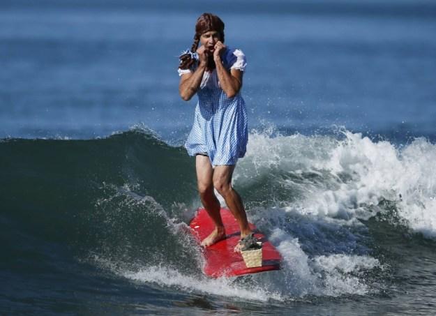 annual-surf-costume-contest-in-santa-monica-ca-11