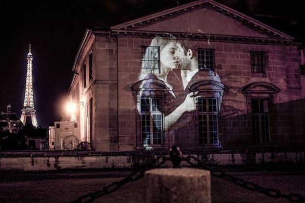 portraits-of-love-birds-kissing-in-the-streets-of-paris-10