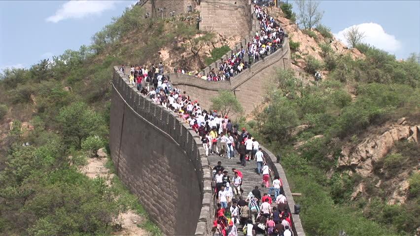 السياح يدمرون الجدار |  ما هي الأسرار التي يخفيها سور الصين العظيم؟  |  التوت الدماغ