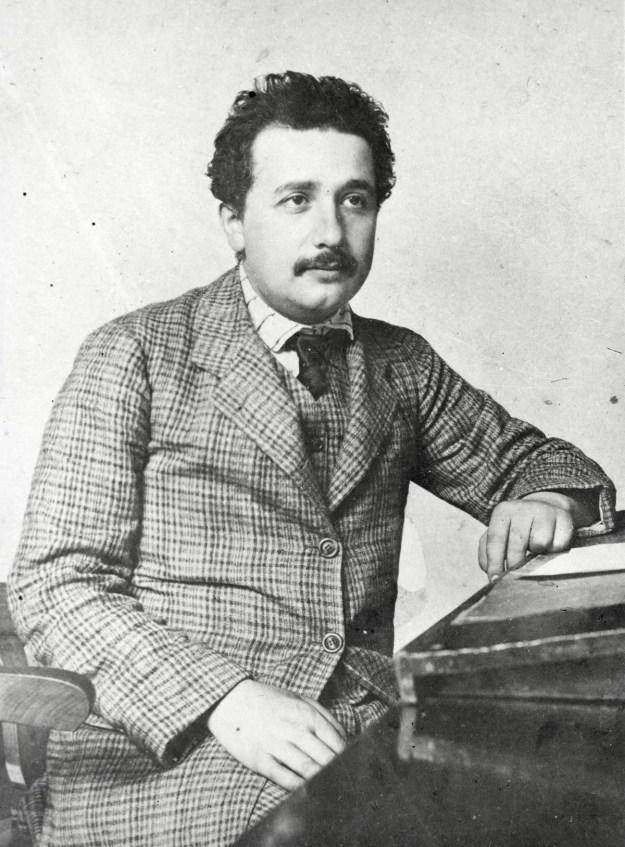 Альберт Эйнштейн | Знаменитые мужчины, как две капли воды, похожие на своих матерей | Brain Berries