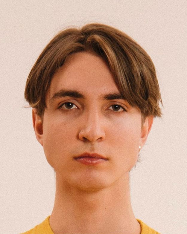 Max Siedentopf Tests The Limits of Passport Photos #21 | BrainBerries