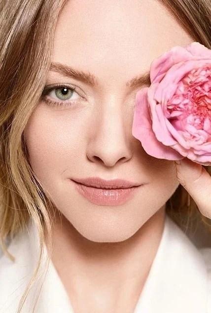 Amanda Seyfried   9 Gorgeous Celebrities Who Hate Wearing Makeup   Brain Berries
