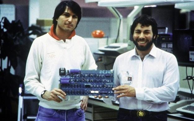 Стив Джобс и Стив Возняк, Apple (1976) | 6 культовых компаний, созданных друзьями | Brain Berries