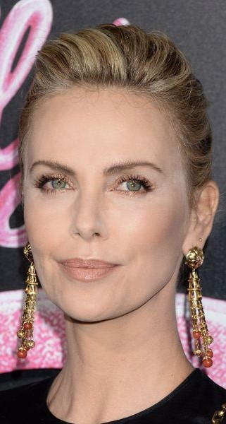 Charlize Theron #3   9 Gorgeous Celebrities Who Hate Wearing Makeup   Brain Berries