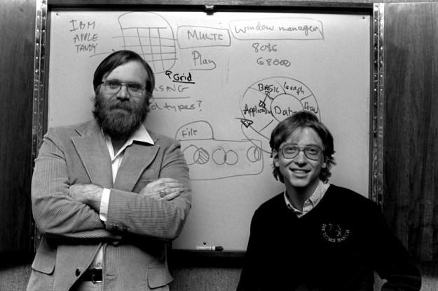 Билл Гейтс и Пол Аллен, Microsoft (1975) | 6 культовых компаний, созданных друзьями | Brain Berries