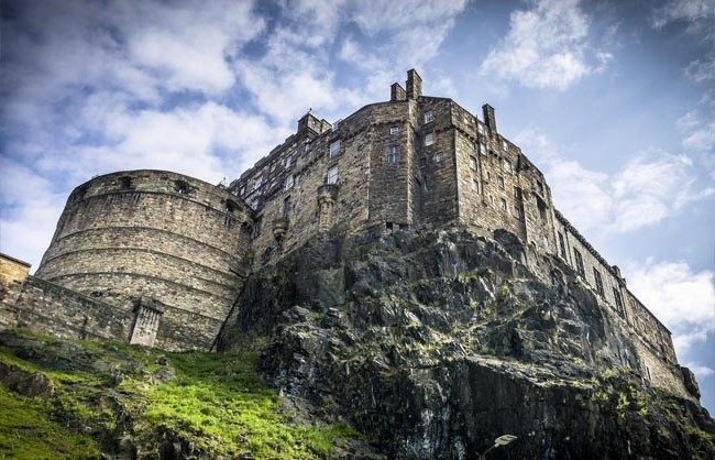 Edinburgh Castle, Scotland | Top 9 Scariest Haunted Castles in Europe | Brain Berries