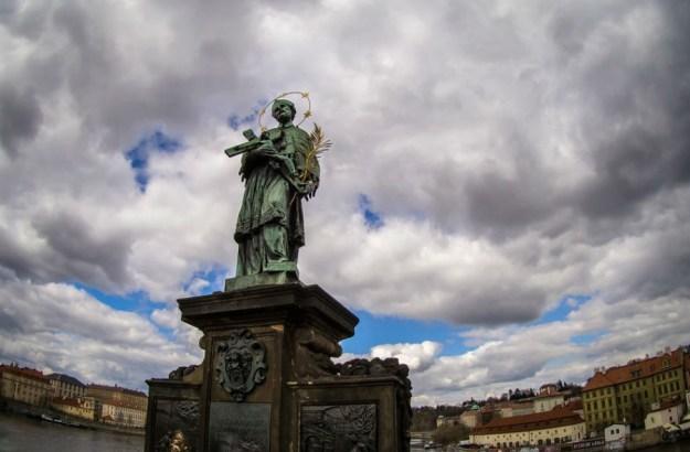 Статуя Яна Непомуцкого, Прага   10 волшебных мест, где исполняются заветные желания   Brain Berries