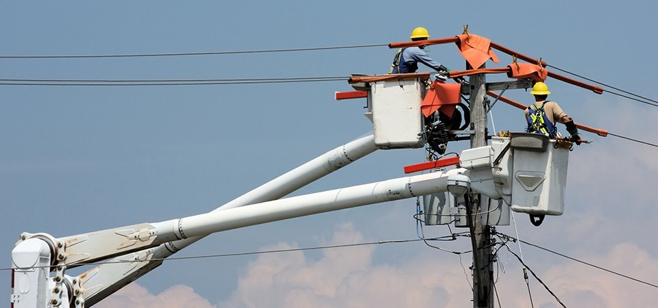 5. Live Line Electricians   Top 9 Most Dangerous Jobs in the World   Brain Berries