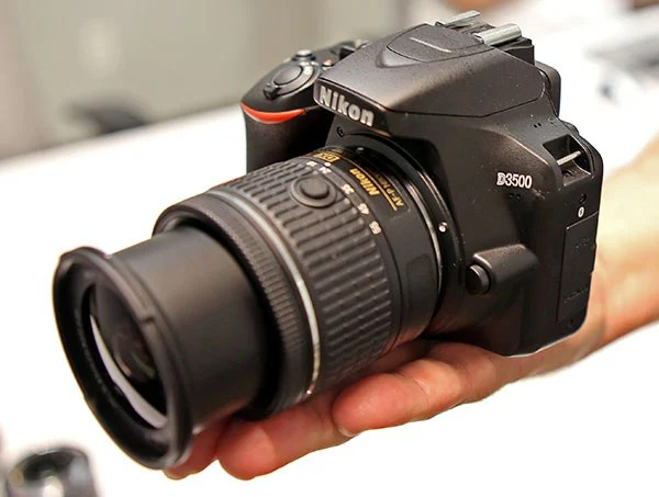 Nikon D3500 DSLR Camera – $500-600 | 9 Must-Have Holiday Gadgets for Tech Lovers | Brain Berries