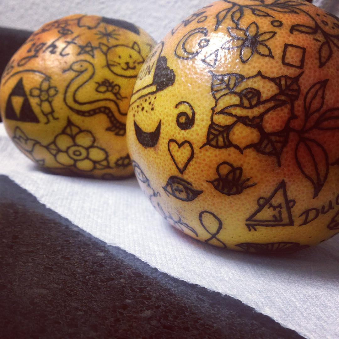 # 10    هل تحبير البرتقال اتجاه جديد لفن الوشم؟     التوت الدماغ