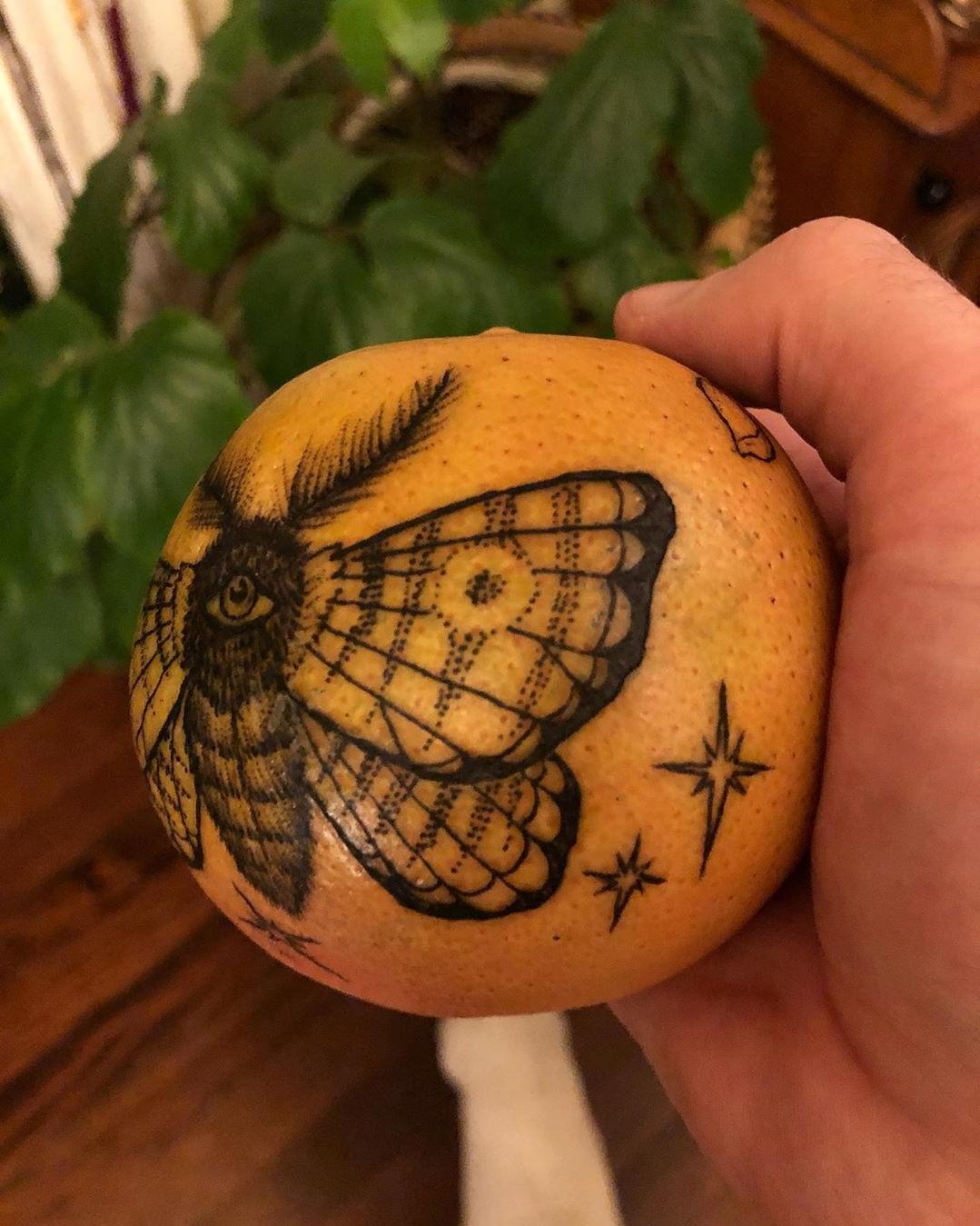 رقم 4    هل تحبير البرتقال اتجاه جديد لفن الوشم؟     التوت الدماغ
